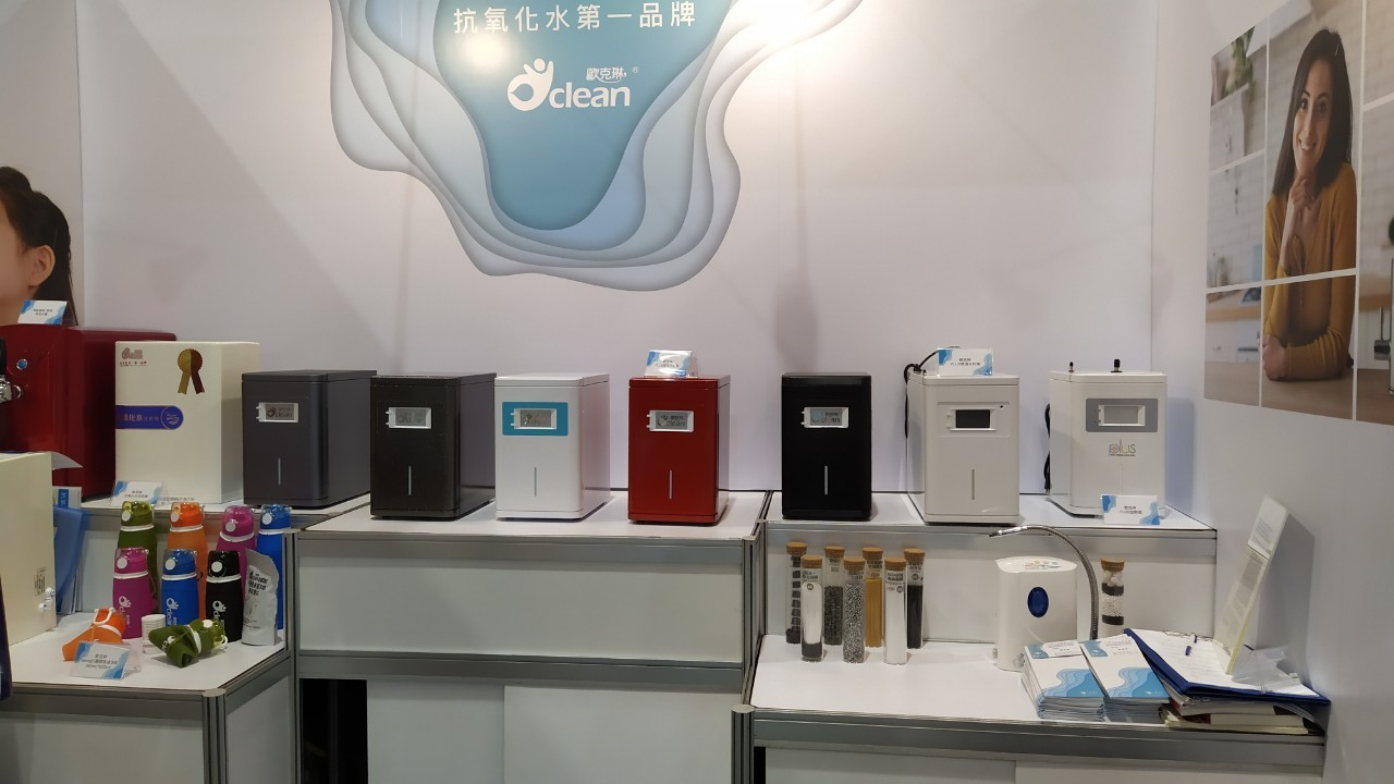 與台大醫院研發技轉抗氧化水量產後,新一代雙機一體「歐克琳PLUS生飲機」